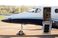 莱斯隆在停车处的390架首要的1A企业飞机 免版税库存照片