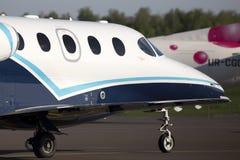 莱斯隆运行到停车处的390架首要的1A企业飞机 库存图片