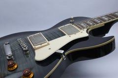 莱斯・保罗样式黑色吉他 免版税库存图片