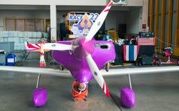 莱昂内尔Mougel没有` s的飞机 22个`歇斯底里`航空器塑造Gr7在空气种族1世界杯泰国的豹2017年在U-Tapao海军空军基地 免版税库存图片