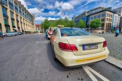 莱比锡,德国- 2016年7月17日:出租汽车在市中心 莱比锡 图库摄影