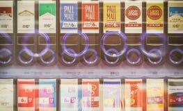 莱比锡,德国- 2016年7月17日:香烟在w的自动售货机 免版税图库摄影