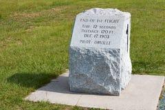 莱特兄弟第一个登岸地点的石标志  库存照片