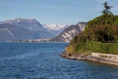 莱科, ITALY/EUROPE - 10月29日:科莫湖看法从莱科的 免版税库存照片