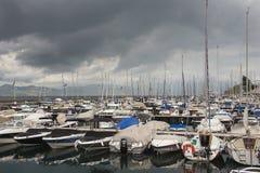 莱芒湖的小游艇船坞在清早,蒙特勒,瑞士 免版税库存照片