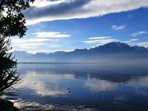 莱芒湖的阿尔卑斯在蒙特勒 库存图片
