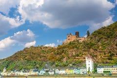 莱茵河在有圣戈阿尔村庄的德国视线内 免版税库存图片