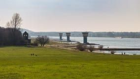 莱茵河在杜伊斯堡,德国 库存照片