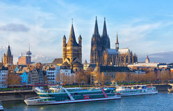 莱茵河堤防在科隆 免版税库存图片