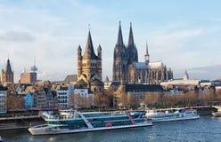 莱茵河堤防在科隆 免版税库存照片