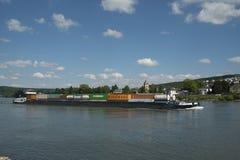 莱茵河容器驳船 免版税库存照片