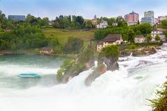 莱茵河水在诺伊豪森落在瑞士 库存图片