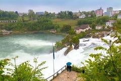 莱茵河水在诺伊豪森落在瑞士 库存照片
