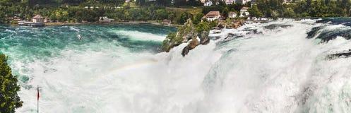 莱茵瀑布,瑞士全景  瀑布和彩虹 免版税图库摄影