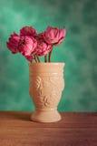 莲花在花瓶钢生活中 免版税库存图片