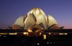 莲花寺庙在晚上在德里,印度 免版税库存照片