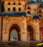 莲花寺庙,皇家中心,亨比,卡纳塔克邦,印度古老废墟  免版税库存照片