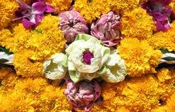 莲花,兰花, Loy Krathong节日的万寿菊 库存照片