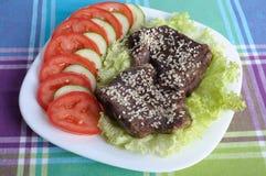 莴苣片小牛肉 库存照片