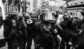 获取区域的Strasburg警察在抗议期间 库存图片