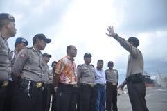 获取联合人员Gafatar成员到来在丹戎Emas三宝垄口岸  库存图片