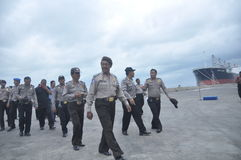 获取联合人员Gafatar成员到来在丹戎Emas三宝垄口岸  免版税图库摄影