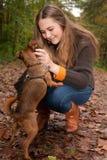获得与我的狗的乐趣 免版税库存图片