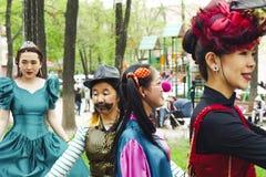 获得乐趣在化妆舞会节日 库存照片
