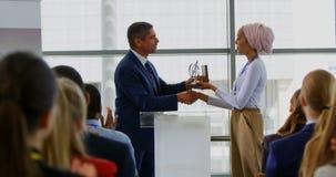 获得奖的商人从企业研讨会的4k女实业家 影视素材