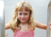 获得女孩水年轻人 库存图片