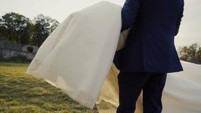 获得婚礼的夫妇乐趣 影视素材