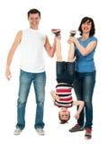 获得微笑的家庭在白色隔绝的乐趣 免版税库存照片