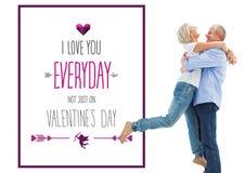 获得成熟的夫妇的综合图象拥抱和乐趣 库存照片