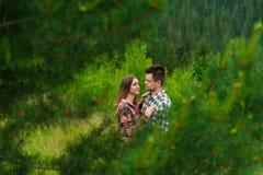 获得爱恋的夫妇乐趣暑假 免版税图库摄影