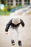 获得的孩子跳和乐趣户外 免版税库存图片