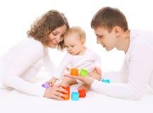 获得的家庭乐趣一起,父母和婴孩使用 库存图片