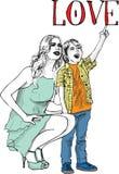 获得的小男孩草图与她美丽的母亲的乐趣 免版税库存图片