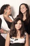 获得的母亲与女儿的乐趣 免版税库存照片