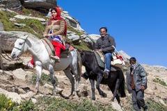 获得的游人在Rohtang通行证的乐趣,喜马偕尔邦,印度 免版税库存照片