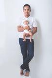 获得的父亲与他的婴孩的乐趣 库存图片