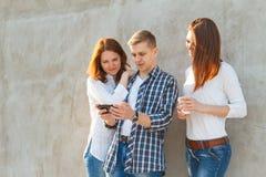 获得的青年人公司乐趣 免版税库存照片