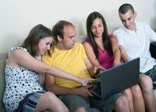 获得组的青年人乐趣 免版税库存图片