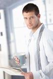 获得英俊的人早晨准备好 图库摄影
