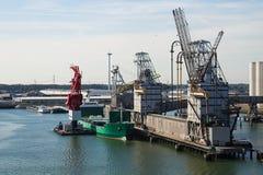 获得谷物被装载的船终端 免版税库存照片