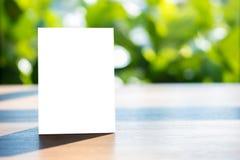 菜单框架帐篷卡片被弄脏的背景设计的立场嘲笑 免版税库存图片