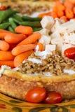 菜和乳酪盘子 免版税库存照片