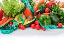 菜和措施磁带品种在白色背景 库存图片