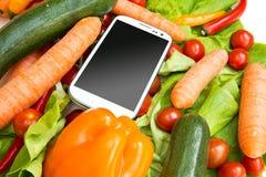 菜和智能手机 免版税图库摄影