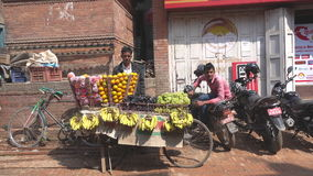 菜和果子被卖在街市上 股票录像