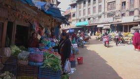 菜和果子被卖在街市上 股票视频